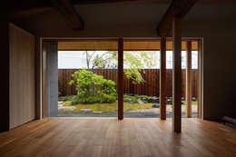 modern Living room by 一級建築士事務所 こより