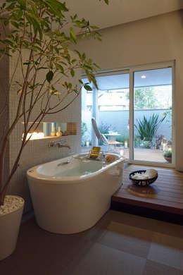 Balcony: (有)ハートランドが手掛けた浴室です。