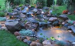 Jardines de estilo mediterraneo por Bio Göl Havuz (Biyolojik Gölet ve Havuz Yapısalları)