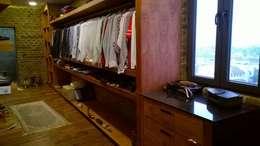 Residencia en Mision Cañada Leon, Gto: Vestidores y closets de estilo moderno por KON-MADE s.a de c.v