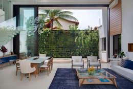 Phòng khách by Amanda Miranda Arquitetura