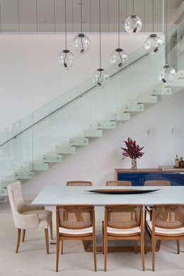 Comedores de estilo moderno por Amanda Miranda Arquitetura