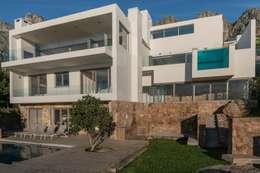 HOUSE  I  ATLANTIC SEABOARD, CAPE TOWN  I  MARVIN FARR ARCHITECTS: modern Houses by MARVIN FARR ARCHITECTS