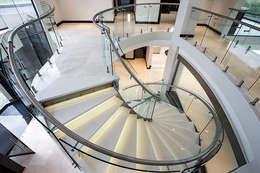 Corridor & hallway by FRANCOIS MARAIS ARCHITECTS