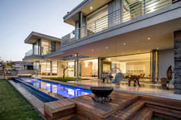 Residence Naidoo:  Terrace by FRANCOIS MARAIS ARCHITECTS