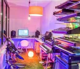 Soft Loft: styl , w kategorii Pokój multimedialny zaprojektowany przez Perfect Space