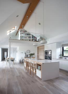 White Kitchen: modern Kitchen by Designer Kitchen by Morgan