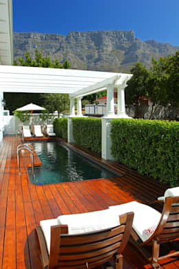 Formal hedging : modern Pool by Red Daffodil