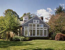 Quogue Beach House Addition: classic Houses by Lorraine Bonaventura Architect
