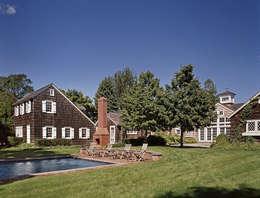 Quogue Beach House: classic Pool by Lorraine Bonaventura Architect