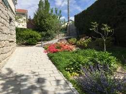 Jardines de estilo mediterraneo por Azarbe jardines