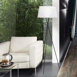 Angela / Stehleuchte Dreifuss / schwarz weiss: minimalistische Wohnzimmer von Licht-Design Skapetze GmbH & Co. KG