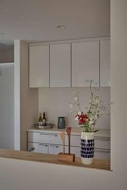 Comedores de estilo minimalista por toki Architect design office