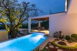Piscinas de estilo minimalista por Yucatan Green Design