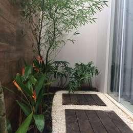 Jardines de estilo  por Eneida Lima Paisagismo