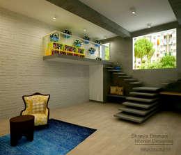 Projekty,  Korytarz, przedpokój zaprojektowane przez Shreya Bhimani Designs