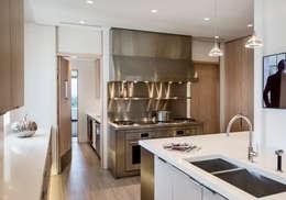 modern Kitchen by Lilian H. Weinreich Architects