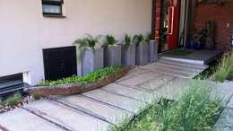 Lynnwood Strubenkop Estate : modern Houses by Gorgeous Gardens