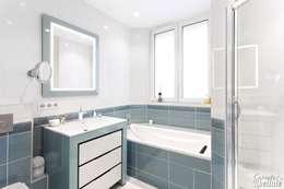 Salle de bain familiale: Salle de bains de style  par Carnets Libellule
