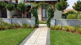 Jardines de estilo mediterraneo por Gorgeous Gardens