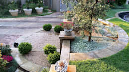 Waterkloof:  Front yard by Gorgeous Gardens