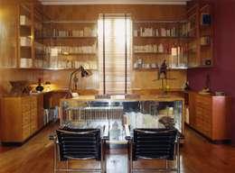 Estudios y despachos de estilo moderno por Agence d'architecture intérieure Laurence Faure