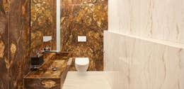 Ванные комнаты в . Автор – HUBER NATURSTEIN bei München