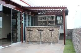 Terrazas de estilo  por Soluciones Técnicas y de Arquitectura
