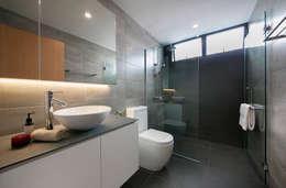 ห้องน้ำ by Eightytwo Pte Ltd