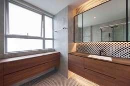 Projekty,  Łazienka zaprojektowane przez Eightytwo Pte Ltd