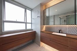 Baños de estilo minimalista por Eightytwo Pte Ltd