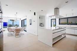 Cocinas de estilo minimalista por ABAD Y COTONER, S.L.