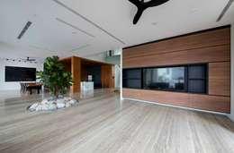 FRANKEL STREET: modern Living room by Eightytwo Pte Ltd