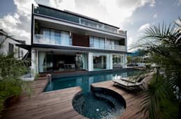 FRANKEL STREET: modern Pool by Eightytwo Pte Ltd