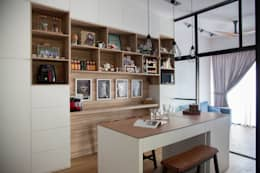 BOATHOUSE RESIDENCES: scandinavian Dining room by Eightytwo Pte Ltd