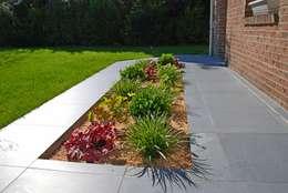 Jardines de estilo clásico por RVB PAYSAGE