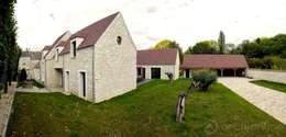 Rénovation d'une maison traditionnelle en maison moderne et luxueuse: Maisons de style de style Moderne par Archionline