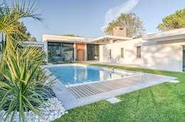 Casas de estilo moderno por Archionline