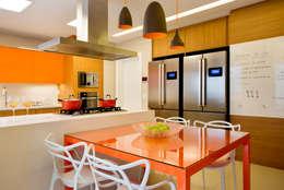 مطبخ تنفيذ Amanda Miranda Arquitetura