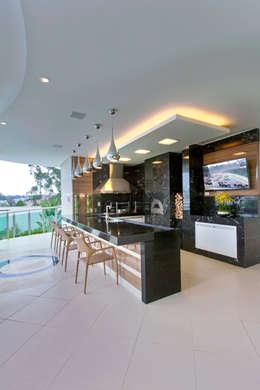 Terrazas de estilo  por Arquiteto Aquiles Nícolas Kílaris