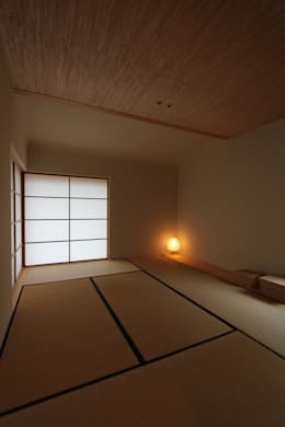 Salas multimedia de estilo escandinavo por 藤松建築設計室