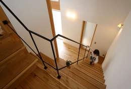 Corridor, hallway & stairs  by 藤松建築設計室