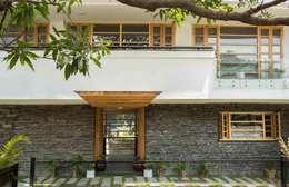 Casas de estilo rural por Manuj Agarwal Architects