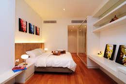 Retro Chic | CONDOMINIUM: eclectic Bedroom by Design Spirits
