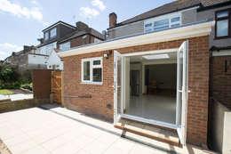 Casas de estilo moderno por The Market Design & Build