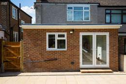 Projekty, nowoczesne Domy zaprojektowane przez The Market Design & Build