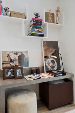 Recámaras de estilo moderno por Chris Silveira & Arquitetos Associados