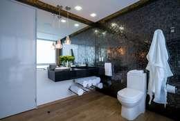 modern Bathroom by HO arquitectura de interiores
