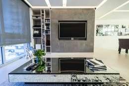 Salas de entretenimiento de estilo moderno por HO arquitectura de interiores