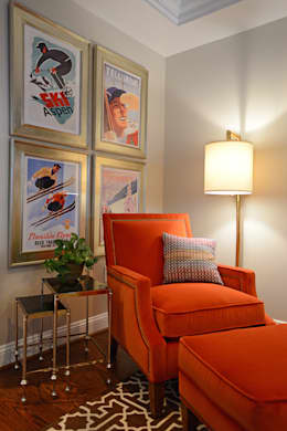 Sitting corner : classic Living room by Mel McDaniel Design